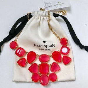 NWT authentic Vegas Jewels  necklace bib